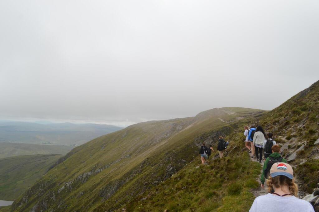 Dublin interns hiking the Cliff Ridge in the Slieve League Mountains. Photo (c) Leslie Reitz